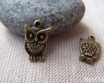 10 pcs of Antique Bronze Tiny Owl Charms 10x16mm A121