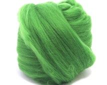 Superfine Grass (green) -  Dyed 18.5mic Merino Wool Top - Wool Felt/Felting - Roving - Hand Spinning