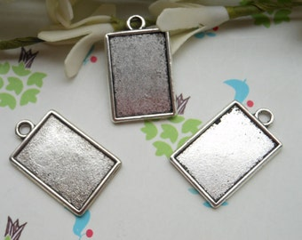 20 pcs 25x18mm antiqued silver frame charms