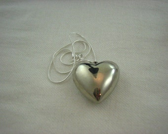 Vintage Silver Plated Large Puffy Heart Pendant Necklace  ......3014
