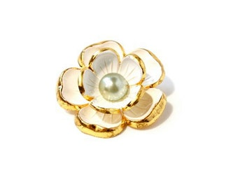 Vintage Gold Flower Brooch with Sea Foam green Pearl Detail -  Spring Fashion Brooch - Wedding Brooch Bouquet - White Flower