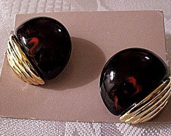Black Red Marbled Clip On Earrings Gold Tone Vintage Avon Lucite Round Domed Accent Bead Ribbed Edge Band