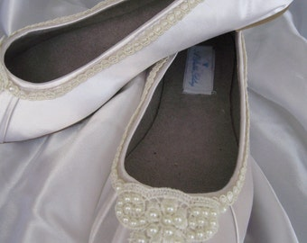 Wedding Shoes Ivory Bridal Ballet Flats Lace and Pearl Shoes Wedding Flats