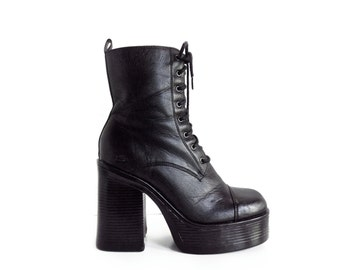Vintage 90's Chunky Lace Up Platform Ankle Boots // 9.5