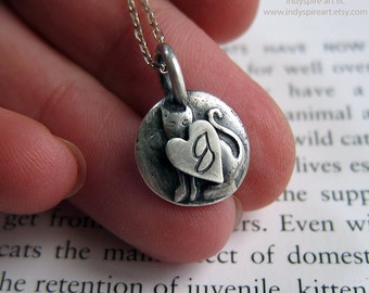 Cat Memorial Necklace: Personalized Pet Remembrance.