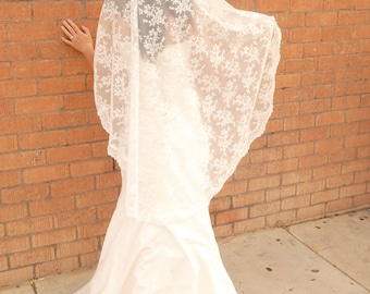 Lace Mantilla Wedding Veil -Spanish Style Veil - Romantic Veil - Madrid
