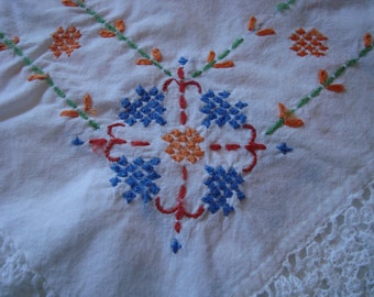 Vintage Table Cloth Embroidered Table Cloth