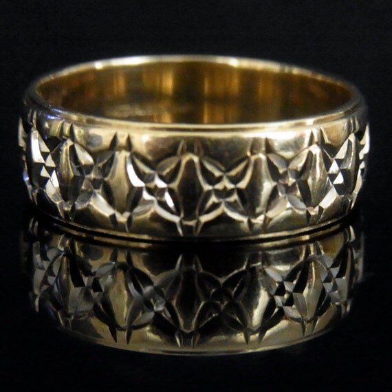 Vintage Carved 14k Yellow Gold Mens Wedding Band Ring By