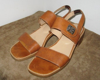 VINTAGE Adorable UNISA Pumps Sandals Peep Toe Sling Back Size 8.5  by Unisa with Silver