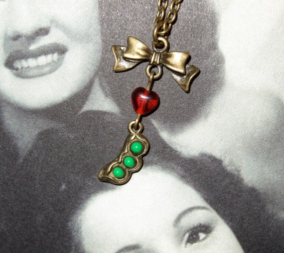 Peapod Necklace, Green Peas in a Pod Pendant, Pea Pod Pendant, Peapod Jewelry, 3 Pea Pod Necklace, Three Peas in a Pod, Quirky Necklace