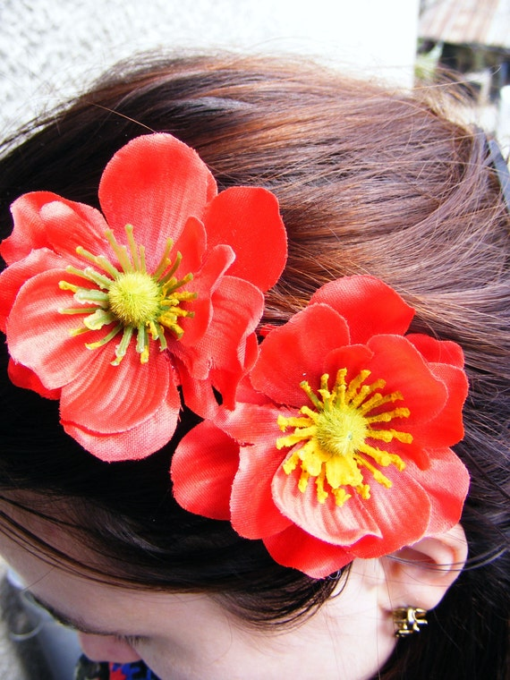 Set of 2 beautiful poppy hair clips in red color