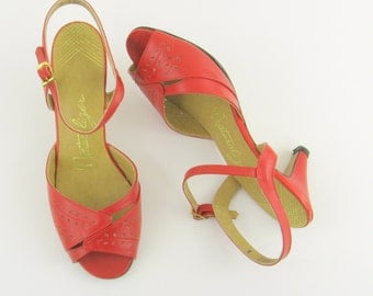 Vintage 1970s Red Peep Toe Slingback Heels - Size 7 by Naturalizer
