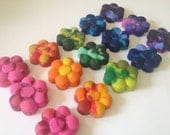 12 Daisy Shaped Crayons Set