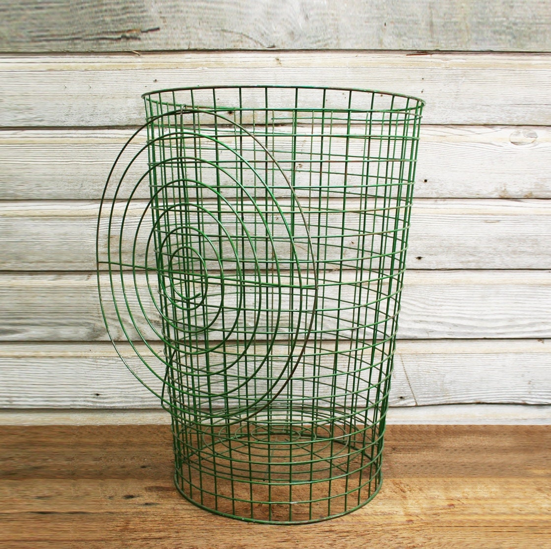 Vintage Green Wire Laundry Basket With Lid Vintage