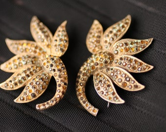 Sweet Little Vintage Golden Stone-Studded Floral Brooches