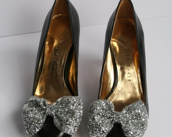 Pair of Silver glitter bow shoe clips, silver glitter bow, shoe clip, handmade shoe clips, glitter silver material, pair of bow shoe clips