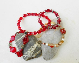 Bracelet Set of vintage Red Bracelets in glass beads, shell and metals 4 of them