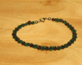 Handmade Glass Seed Bead Daisy Chain Bracelet in Pearled Green and Purple