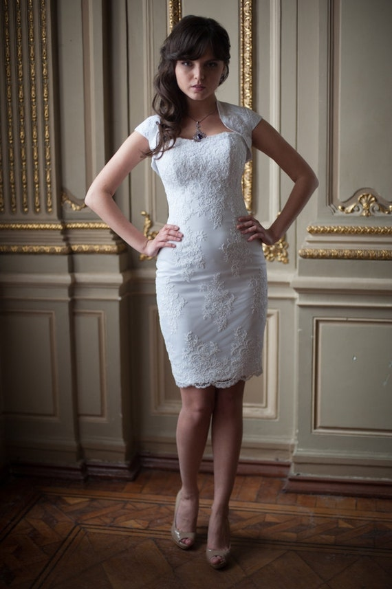 Fitted Style Lace Wedding Dress White Short Wedding Gown