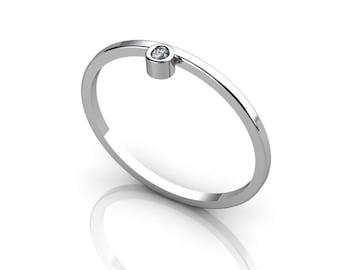 Offset 14K White Gold ring with White diamond