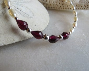 Faceted teardrop garnet bracelet, Pearl bracelet, January birthstone bracelet, June birthstone bracelet