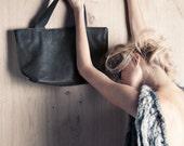 Black leather tote bag, cross body / shoulder bag, shopping bag, minimalist leather bag, inner pockets, women's handbag, gift for her
