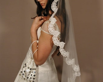 "Mantilla veil 42"" fingertip length - Mantilla lace veil circular cut fingertip lenth."