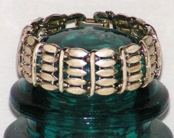 Vintage CORO Pegasus Link Bracelet - Pearl Enamel - Goldtone Metal - Safety Chain