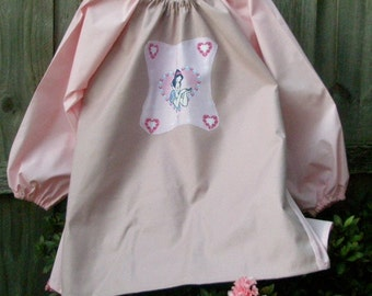 Long sleeve waterproof kids art smock apron. Age 9-12. Pink Snow White.
