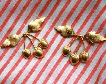 3 Vintage Brass Rockabilly Cherry Cluster Stampings // Pin Up