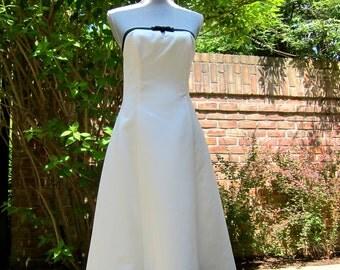Jessica McClintock Gunne Sax Formal Dress Vintage White Satin Strapless A-Line Tuxedo Bow Peek-a-Boo Key Hole Under Layer Tulle Gala Wedding