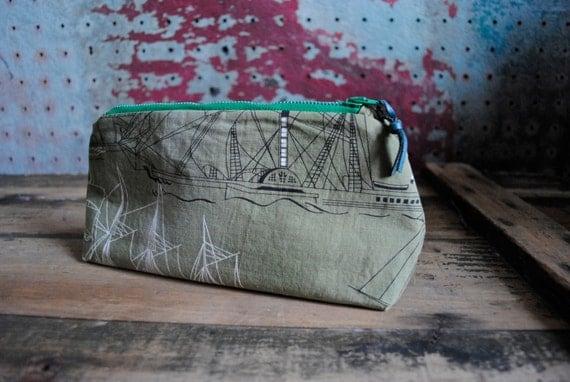 Riverboat Zip Purse / Vintage Cotton Fabric with Vintage Zipper