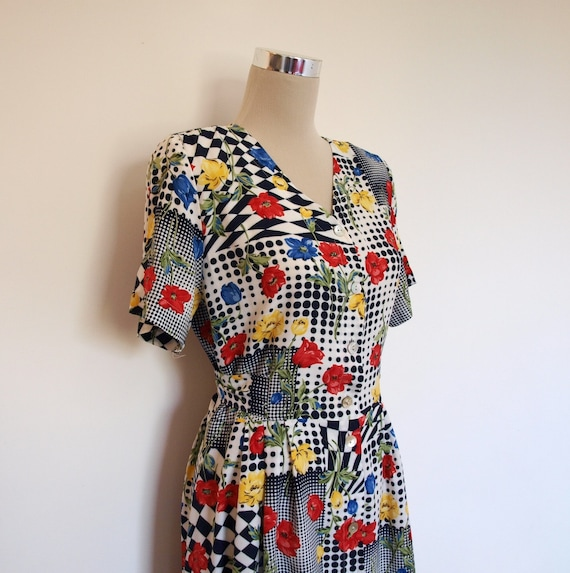 Vintage Dress / Novelty Print Dress / Monochrome with Red Yellow & Blue Poppies / Floral Day Dress