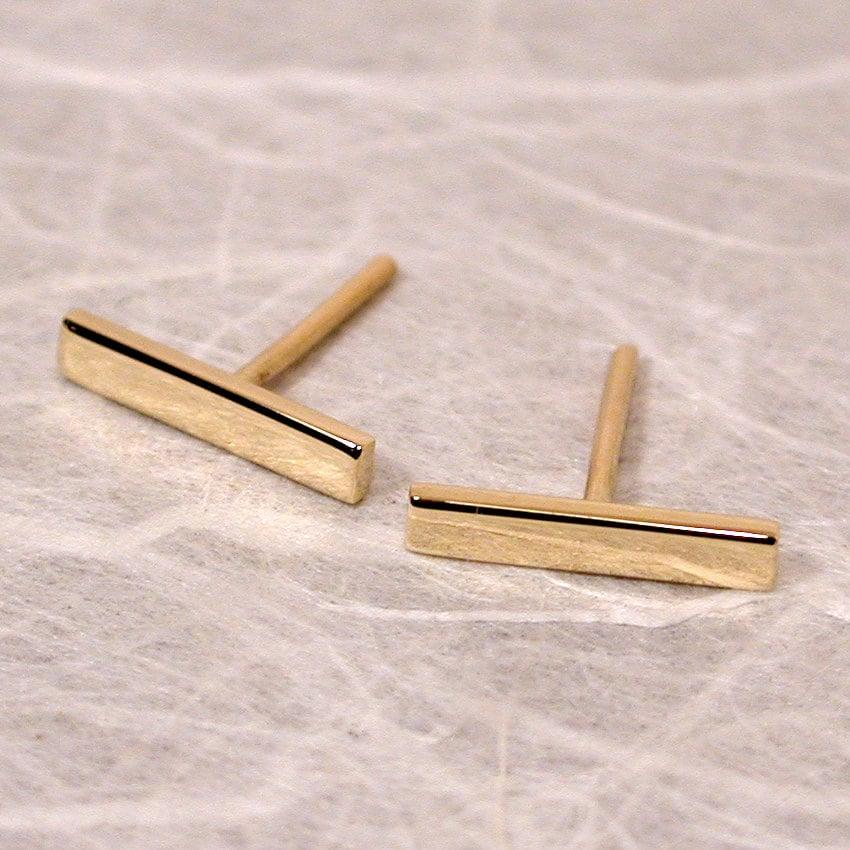 10mm x 2mm 18k yellow gold bar stud earrings modern 18k