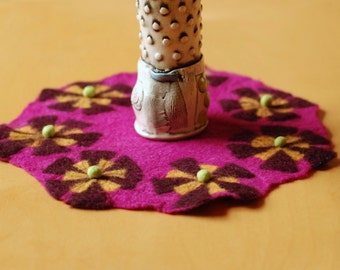 bright pink table mat