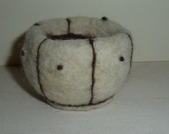 Needlefelted cream Jacob wool bowl
