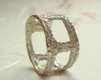 Cube Lace band ring in sterling silver
