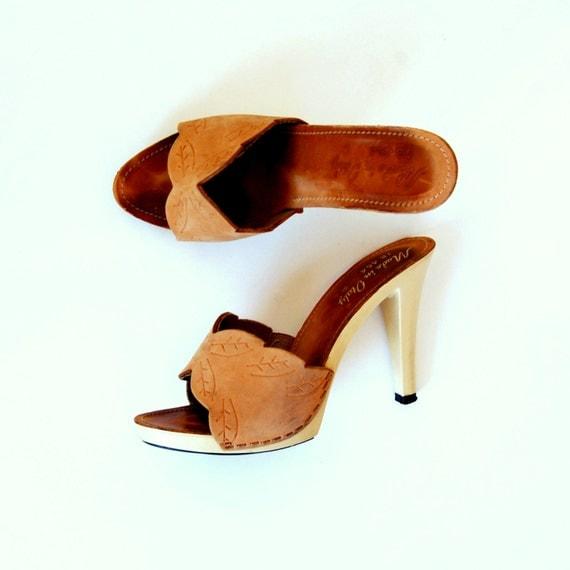 vintage PLATFORM heel / 1970s tooled leather ITALIAN clog