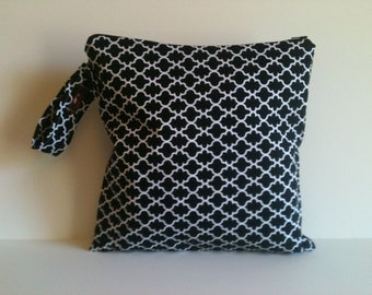 Wet bag, Bag for cloth diapers, Gym Bag, Beach bag, Diaper Bag, Black and White Lattice