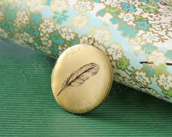 feather round antique brass locket 32mm (LD020)