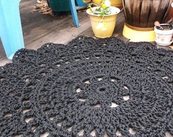 "Black Outdoor Cord Crochet Rug in 35"" Round Pineapple Pattern"