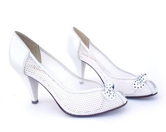 Vintage Shoes 80s White Leather Mesh Polka Dot Bow Peep Toe size 8 Baby Doll Pumps