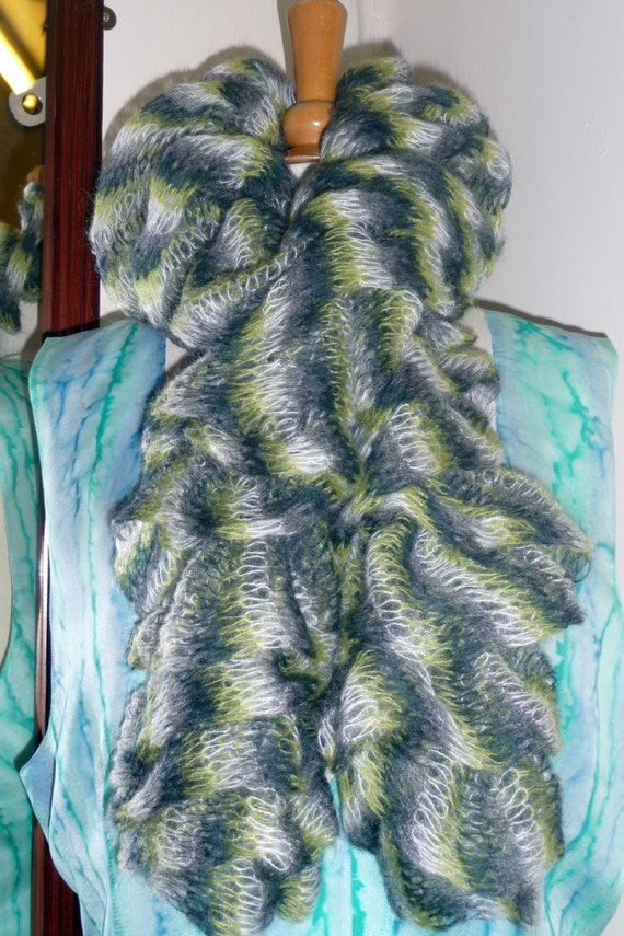 Handknitted Ruffles Scarf in Green, Cream and Black