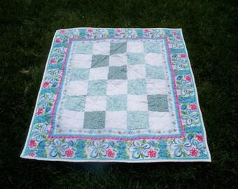 BLUE DAISY QUILT, 36x40 Patchwork Quilt