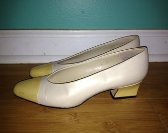 VTG Leather Pastel Etienne Aigner Pumps // Spectator Shoes // Kitten Heels // Size 5 1/2