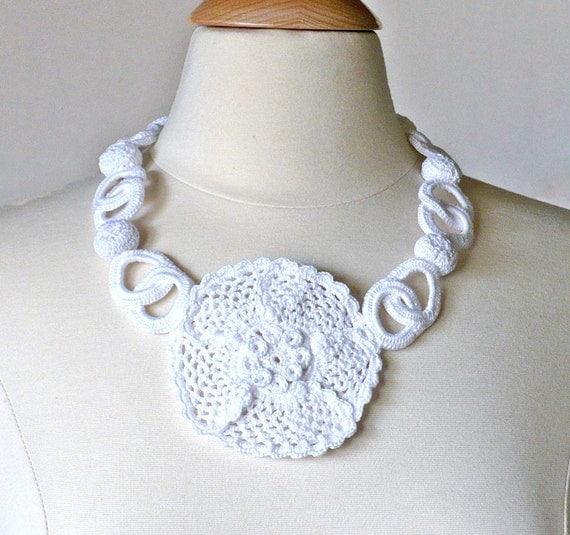 Crochet Necklace Irish Lace Crochet Flower Statement White Wedding Rose