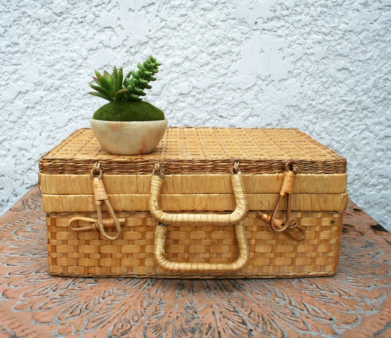 Wicker Basket With Hinged Lid : Lightweight wicker basket with hinged lid