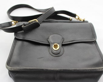 Vintage Coach Black Leather Purse Cross over Long Strap Messenger Station Bag