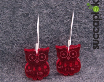 Mini-Paavo knitting earrings, Owl shaped earrings with mm scale knitting needle gauge for tiny needles, made out of recycled plastic