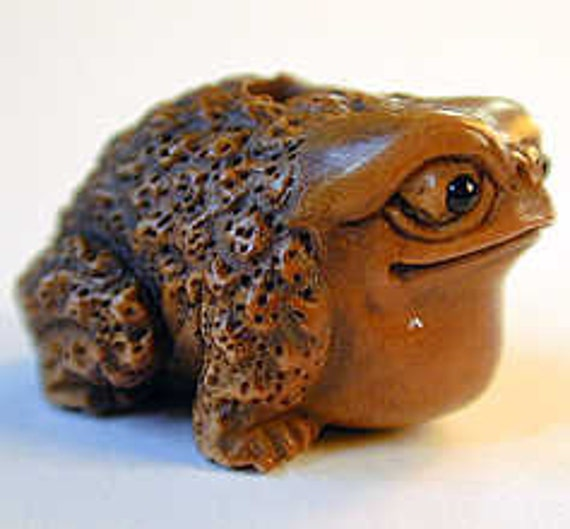 Bull frog hand carved boxwood ojime bead by lifeisagiftshop